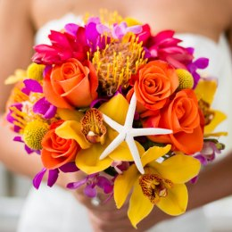 summer-wedding-ideas-bouquet-with-starfish-minerva-photography